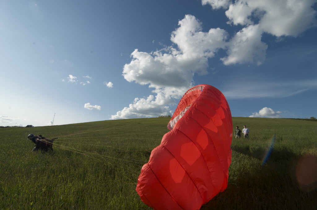 Paragliding 2 inflation